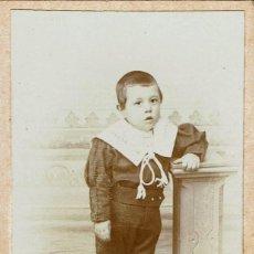 Fotografía antigua: FTO. C.V. NIÑO APOYADO EN PEDESTAL. CA. 1895-1900. FOT.: FEDERICO DE BLAIN. CUEVAS. (ALMERIA). Lote 129323551
