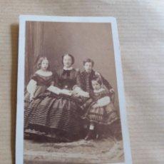 Fotografía antigua: MUY RARA CDV DUQUESA DE ALBA CON SUS HIJOS CONDE DE ALCOY FOTO DISDERI PARIS. Lote 132999298