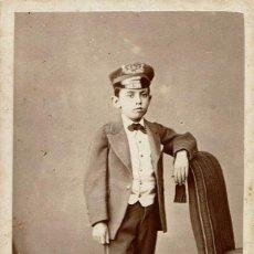 Fotografía antigua: FTO. C.V. RETRATO DE JOVEN NIÑO CON GORRA. CA.1870-1875. FOT.: RAMÓN DEL FRESNO. OVIEDO.. Lote 134945578