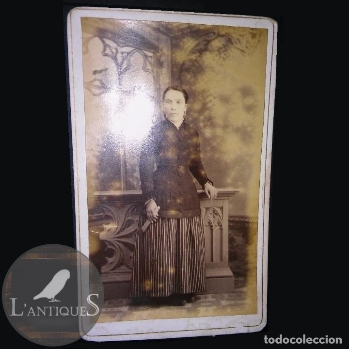 RARA FOTOGRAFÍA CARTA DE VISITA CDV SEÑORA DIFUNTA, ALBUM VICTORIANO POST MORTEM LUTO. ANTIGUA S XIX (Fotografía Antigua - Cartes de Visite)