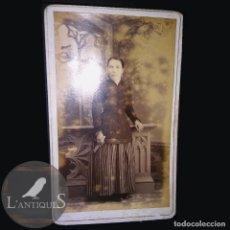 Fotografía antigua: RARA FOTOGRAFÍA CARTA DE VISITA CDV SEÑORA DIFUNTA, ALBUM VICTORIANO POST MORTEM LUTO. ANTIGUA S XIX. Lote 116205547