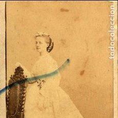 Fotografía antigua: FOTO DENISSE & CIE. RETRATO SEÑORA C.D.V. CON REVERSO 1857. Lote 137583230