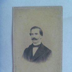 Fotografía antigua: CDV DE CABALLERO CON BIGOTES , DEL SIGLO XIX . . Lote 140619878
