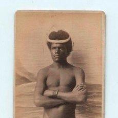 Fotografía antigua: PERSONAJE DE NUEVA CALEDONIA, OCEANÍA. CDV. FOTO: PEACE NOUMEA. NOUVELL - CALEDONIE. FINALES S.XIX.. Lote 142110554