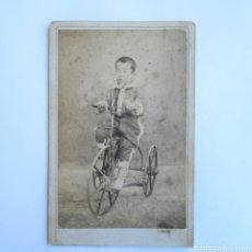 Fotografía antigua - CARTE DE VISITE FOTOGRAFÍA NIÑO CON TRICICLO SOBRE 1880 - 143073712