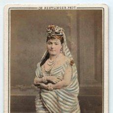 Fotografía antigua: ARTISTA CON NOMBRE EN EL REVERSO, FOTO REUTLINGER, PARÍS. CDV ILUMINADA A MANO. Lote 145286598