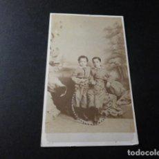 Fotografía antigua: CARTE DE VISITE RETRATO DE JAVIER Y PEPE AGUILAR HIJOS DE AGUILAR ASTRONOMO E JULIA FOTOGRAFO MADRID. Lote 147971962