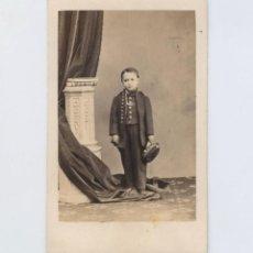 Fotografía antigua: RETRATO CDV DE NIÑO DISFRAZADO, FOTO: EYRÉ Y VÁZQUEZ, GUADALAJARA.. Lote 148043150