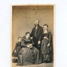 Fotografía antigua: RETRATO DE FAMILIA, FOTO: LUDOVISI Y SU SEÑORA, VALENCIA.. Lote 148501034