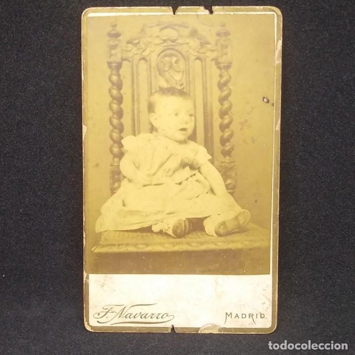 Fotografía antigua: Carte Visite bebé Fotógrafo F. Navarro. Madrid 10,5 x 6,8 cm. - Foto 2 - 147988354