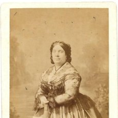 Fotografía antigua: 1865-68CA CA FOTOGRAFÍA RETRATO REINA ISABEL II ALBUMINA CDV 60X105MM FOTÓGRAFO LE JEUNE PARIS. Lote 153890794