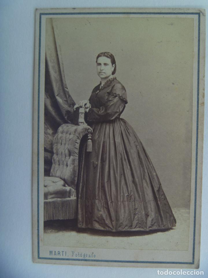 CDV DE SEÑORA DEL SIGLO XIX . DE JUAN MARTÍ , BARCELONA (Fotografía Antigua - Cartes de Visite)