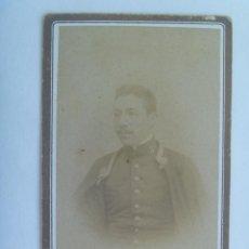Fotografía antigua - CDV DE UN MILITAR DE INFANTERIA CON CAPA , SIGLO XIX . DE ACEVEDO, SEVILLA - 157921678