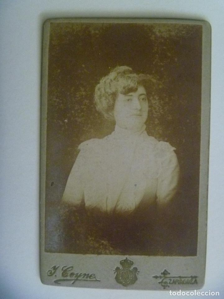 CDV DE SEÑORITA DEL SIGLO XIX. DE J. COYNE , FOTOGRAFO DE SS.MM. ( ZARAGOZA ) (Fotografía Antigua - Cartes de Visite)