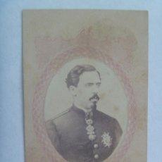 Fotografía antigua: GUERRA CARLISTA: CDV DE CARLOS VII DE MILITAR CON PLACA SAN FERNANDO Y TOISON DE ORO, SIGLO XIX . Lote 159692686