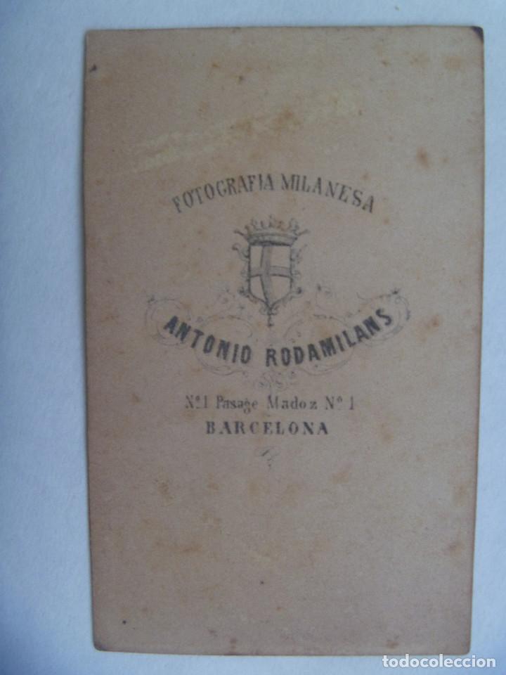 Fotografía antigua: CDV DE MILITAR DE INFANTERIA CON LEOPOLDINA Y SABLE, SIGLO XIX. DE ANTONIO RODAMILANS, BARCELONA - Foto 2 - 159763126