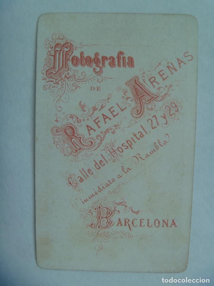Fotografía antigua: CDV DE MILITAR DE CAZADORES DE INFANTERIA CON MEDALLA MERITO, SIGLO XIX . DE R. AREÑAS, BARCELONA - Foto 2 - 159772910