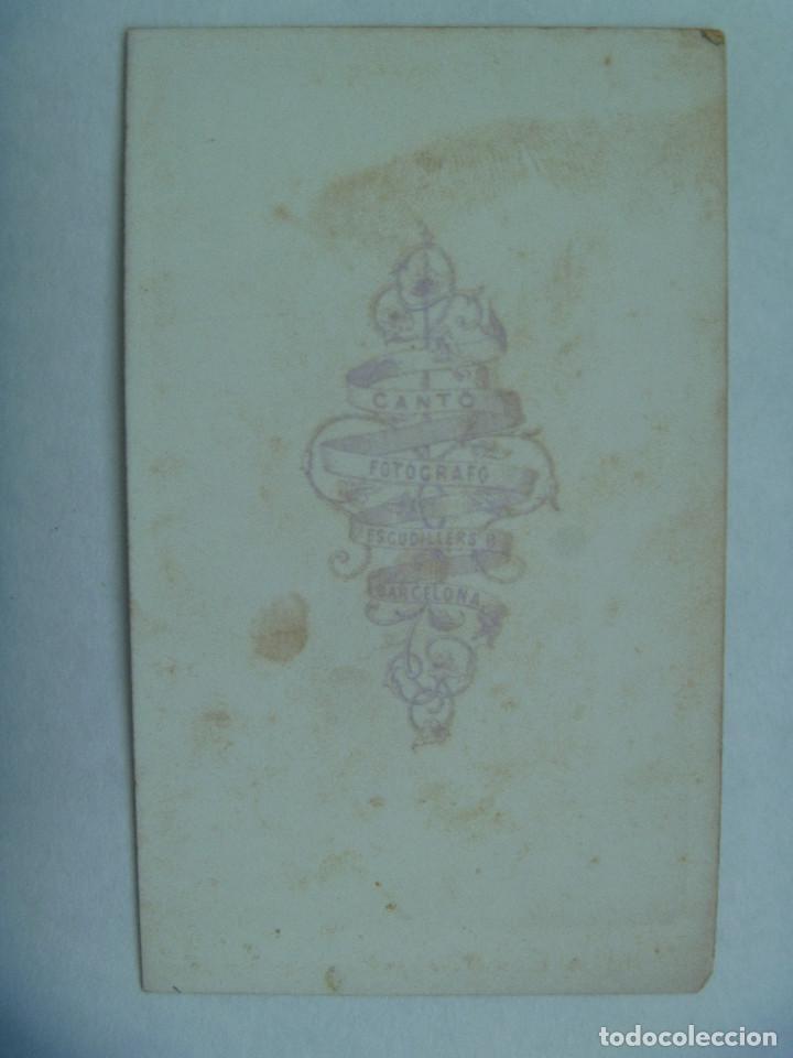 Fotografía antigua: GUERRAS CARLISTAS: CDV DE MILITAR CATALAN CON BARRETINA Y ALPARGATAS. DE CANTÓ, BARCELONA - Foto 2 - 159794022