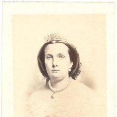 Fotografía antigua: 1860-65CA CA FOTOGRAFÍA RETRATO REINA ISABEL II ALBUMINA CDV . Lote 160029262