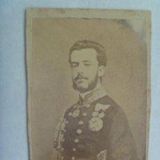 Fotografía antigua: CDV DEL REY DON AMADEO DE SABOYA , MUY CONDECORADO, SIGLO XIX . Lote 160634798