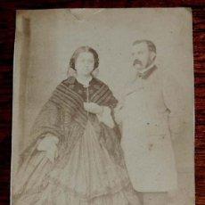 Fotografía antigua: FOTOGRAFIA ALBUMINA CDV DE DAMA Y CABALLERO, CARTE DE VISITE, NO CONSTA FOTOGRAFO, MIDE10,5 X 6,3 CM. Lote 169394356
