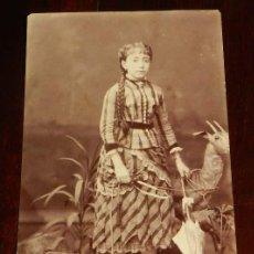 Fotografía antigua: FOTOGRAFIA CDV DE CHICA JOVEN, MIDE 9,5 X 5,8 CMS. NO CONSTA EL FOTOGRAFO.. Lote 169543804