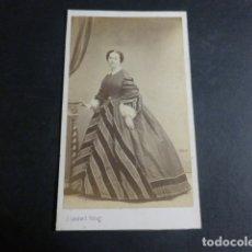 Fotografía antigua: MADRID LAURENT FOTOGRAFO RETRATO DE DAMA CARTE DE VISITE HACIA 1865. Lote 171877988