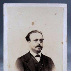 Fotografía antigua: CARTE VISITE FOTOGRAFÍA RETRATO CABALLERO BIGOTE EUGENIO LANELONGUE CORUÑA HACIA 1870 S XIX DEDICADA. Lote 172633447