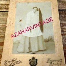Fotografía antigua: MADRID, SIGLO XIX, RARISIMA CDV DE UNA MUJER CON LARGUISIMA MELENA, FOT.EMILIO LOPEZ,128X188MM. Lote 173554138
