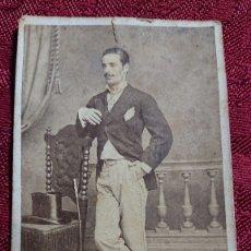 Fotografía antigua: FOTOGRAFIA RETRATO HOMBRE JOVEN FOTOGRAFO R DE CASTRO CALLEJAS DEL PORTILLO 8 CORDOBA 1870 APROX. Lote 174376212