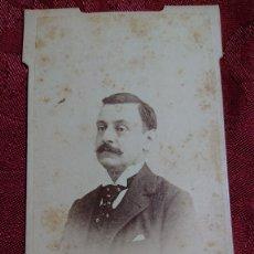 Fotografía antigua: FOTOGRAFIA CALVET Y SIMON HOMBRE CABALLERO CARRERA JERONIMO Nº 8 MADRID LITOGRAFIA REVERSO ESCOBAR. Lote 174486567