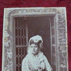 Fotografía antigua: FOTOGRAFIA MUJER CON TRAJE COSTURA DE ALTA EPOCA FOTOGRAFO E.OTERO CARRERA GERONIMO MADRID SIGLO XIX. Lote 174488169