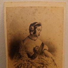 Fotografía antigua: FOTOGRAFÍA DE GRABADO, REINA VICTORIA CÁDIZ, SIGLO XIX. Lote 175106014