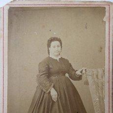 Fotografía antigua: F-4166. CARTE DE VISITE DE DAMA TARRACONENSE. FOTOGRAFO G.TORRES. TARRAGONA. CIRCA 1870. Lote 175727677