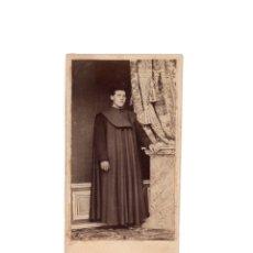 Fotografía antigua: CARTES DE VISITE. ESTUDIO FOTOGRÁFICO. DESCONOCIDO. SACERDOTE. CURA.. Lote 175809695