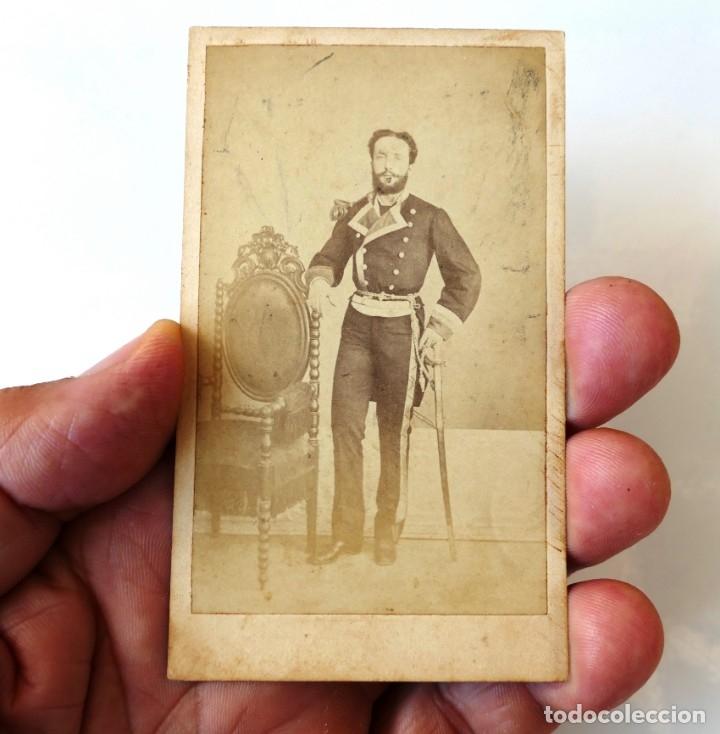 Fotografía antigua: ARMADA ESPAÑOLA. CARTE DE VISITA (CDV) DE UN OFICIAL, MÁS CAJA PARA GUARDAR CDV´s. SIGLO XIX - Foto 4 - 177399995