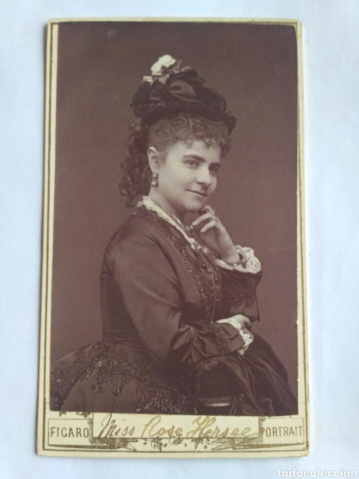 FOTOGRAFÍA, CARTA DE VISITA. MISS ROSE HERSEE, SOPRANO OPERÍSTICA. THE FÍGARO. REINO UNIDO, S. XIX. (Fotografía Antigua - Cartes de Visite)