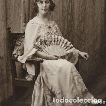 PRECIOSA FOTOGRAFÍA DE 1923 CHICA POSANDO CON ABANICO. (Fotografía Antigua - Cartes de Visite)