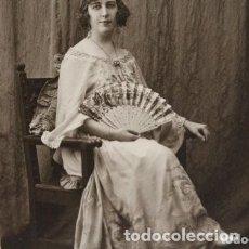 Fotografía antigua: PRECIOSA FOTOGRAFÍA DE 1923 CHICA POSANDO CON ABANICO.. Lote 178116932