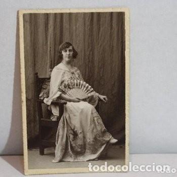Fotografía antigua: Preciosa fotografía de 1923 Chica posando con Abanico. - Foto 2 - 178116932