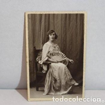 Fotografía antigua: Preciosa fotografía de 1923 Chica posando con Abanico. - Foto 4 - 178116932
