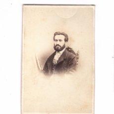 Fotografía antigua: RETRATO DE PERSONAJE DEDICADO AL REVERSO, FOTO HOSTENC, BARCELONA.. Lote 179313138
