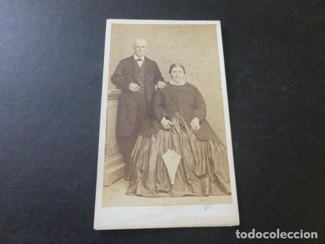 CARTE DE VISITE MADRID RETRATO DE MATRIMONIO CONDE DE VERNAY FOTOGRAFO HACIA 1865 (Fotografía Antigua - Cartes de Visite)