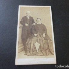 Fotografía antigua: CARTE DE VISITE MADRID RETRATO DE MATRIMONIO CONDE DE VERNAY FOTOGRAFO HACIA 1865. Lote 181364571