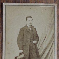 Fotografía antigua: CDV- CABALLERO - FOTOGRAFIA DE D. CORBIN, TALLER DE ROVIRA Y DURÁN. BARCELONA. 1860-1870. Lote 182380212