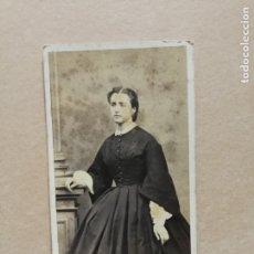 Fotografía antigua: ANTIGUA FOTOGRAFÍA.CARTE O CARTA DE VISITA. DAMA. FOTÓGRAFO LUPIAT. ALBI. FRANCIA.. Lote 183287091