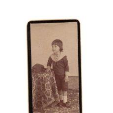Fotografía antigua: MINI CARTES DE VISITE. ESTUDIO FOTOGRÁFICO. DESCONOCIDO. NIÑO 1º COMUNIÓN. MERINERO.. Lote 183820156