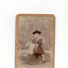 Fotografía antigua: CARTES DE VISITE. ESTUDIO FOTOGRÁFICO. DESCONOCIDO. NIÑO CON JUGUETE.. Lote 190845971