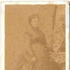 Fotografía antigua: 1868 CA RETRATO CDV CARTE DE VISITE DAMA. FOTÓGRAFO MARTÍNEZ HEBERT. FIRMA AL DORSO DISEÑO KRAUS. Lote 191226393