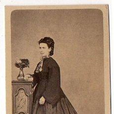 Fotografía antigua: MARCELIANO CUESTA. AVILES. RETRATO FEMENINO. H. 1860. ASTURIAS. Lote 194528890